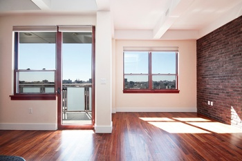 **NO FEE** MASSIVE 2BR WITH BALCONY IN ONE OF WILLIAMSBURG'S BEST LUXURY ELEVATOR BUILDINGS!